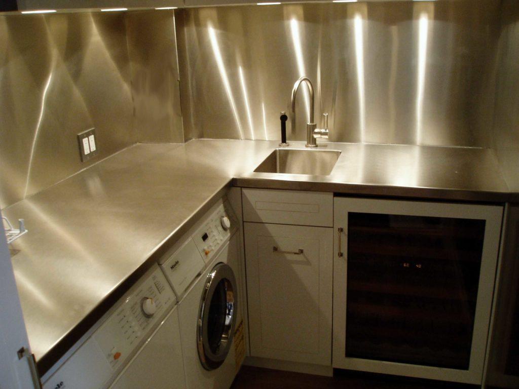 Large Modern Laundry Room